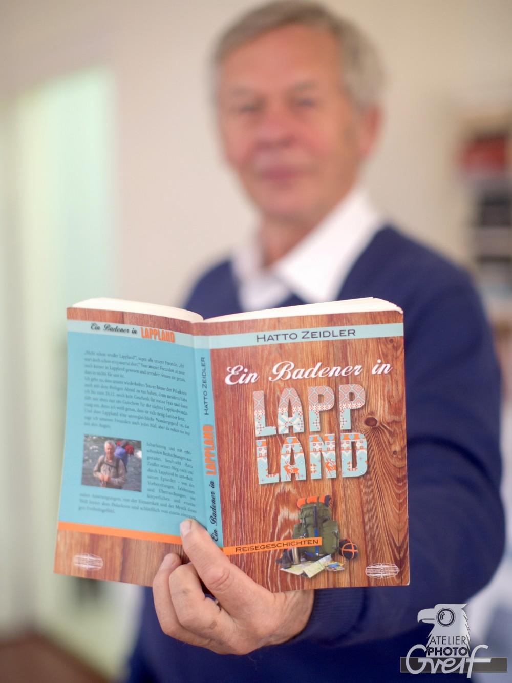 Hatto Zeidler mit seinem Buch - Ein Badener im Lappland