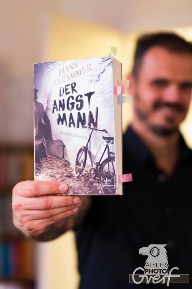 """Frank Goldammer zeigt sein Buch """"Der Angstmann"""""""